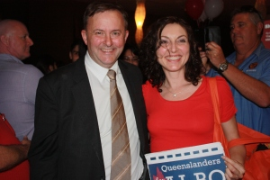 Anthony Albanese meets with supporters in Brisbane. Photo: Lucinda Kent.