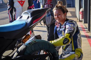 Avalon Biddle preparing the Kawasaki 400cc for team mate Shelby Turner
