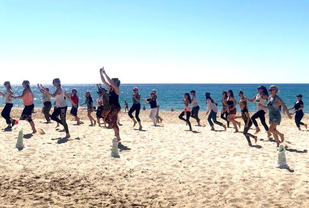 Flashmob Gold Coast's surprise performance at Burleigh Beach