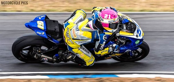 Avalon Biddle racing her Yamaha R6 at Morgan Park Raceway