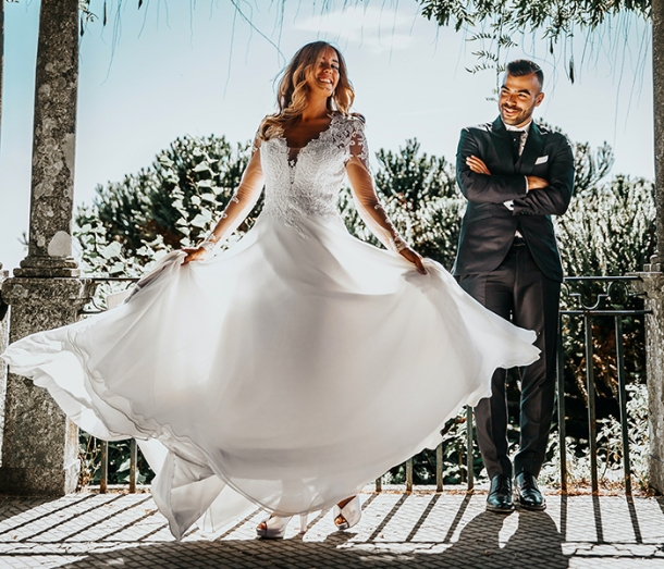 Bride and groom dance Vitor Pinto Unsplash